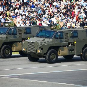輸送防護車(Bushmaster)